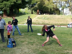 Sarah Hokom demonstrates proper sidearm technique during a women's clinic before the 2013 Masters Cup in Santa Cruz. Photo by Jack Trageser.